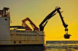 El ROV desciende del buque Okeanos explorer