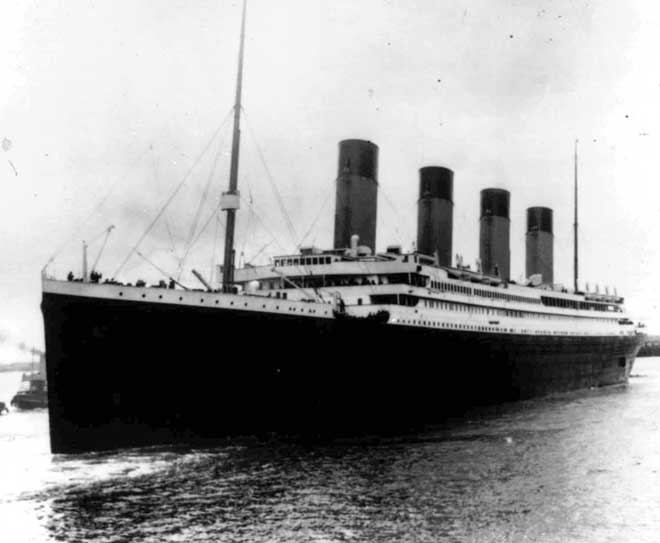 foto antigua del Titanic saliendo de Southampton 10-04-1912