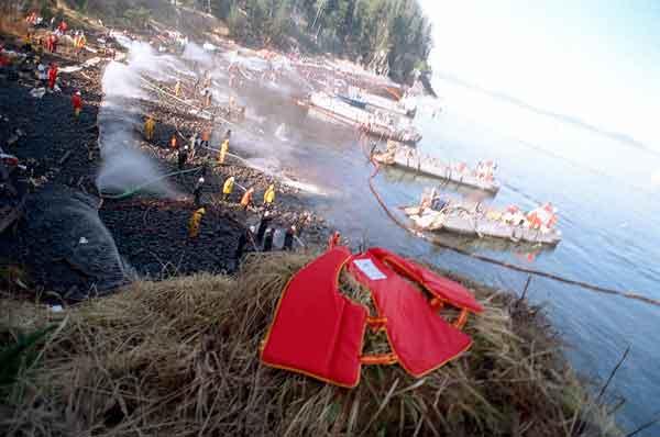trabajos de limpieza del derrame de petróleo del Exxon Valdez, Alaska 1989