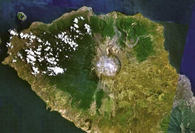 volcán Tambora desde el espacio