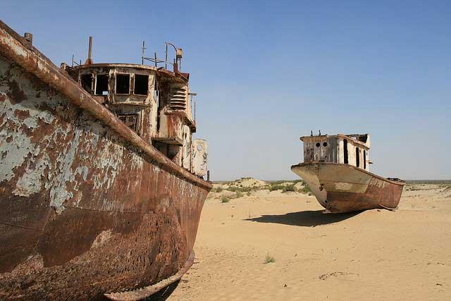 barcos oxidado en el desierto de Mo'ynaq