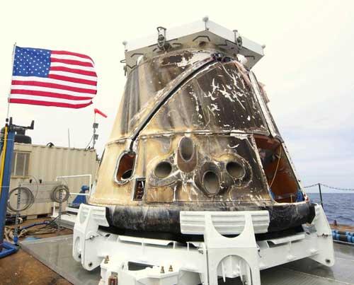 El Dragon de SpaceX en una barcaza