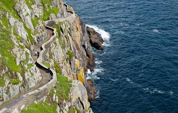 pasarela en la isla de Skellig Michael, Irlanda