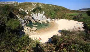 playa de Gulpiyuri, Llanes - Asturias