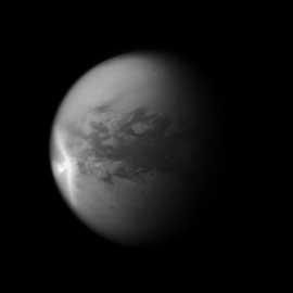 tormenta en Titán, la luna de Saturno