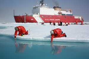 Buque de la USS Coast Guard en la misión Icescape sobre el fitoplancton Ártico