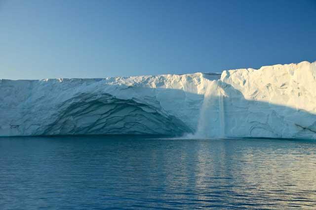 cascada glaciar en Svalbard
