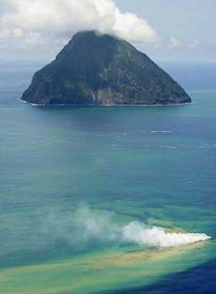 erupción submarina cerca ce Iwo Jima, Japón
