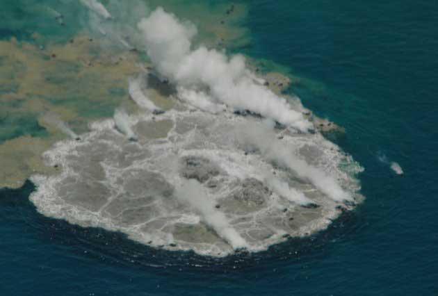 erupción submarina de Minami, cerca de Iwo Jima, Japón