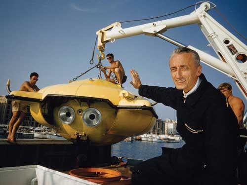 Jacques Cousteau con el submarino SP-350