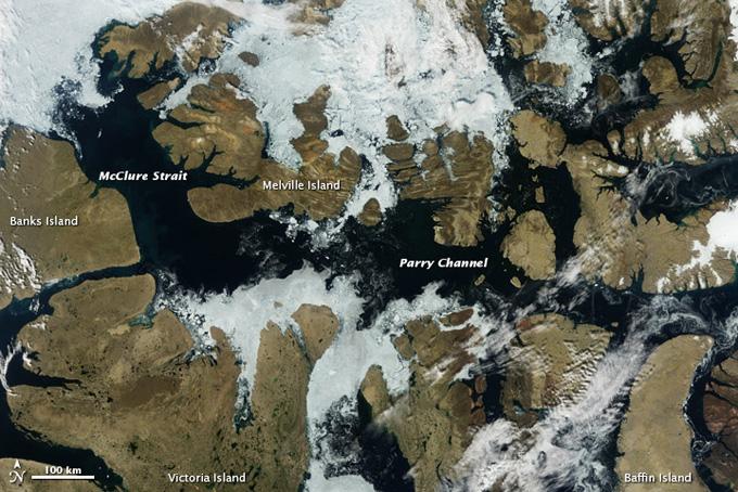 Hielo marino en el Paso del Norte en el Ártico