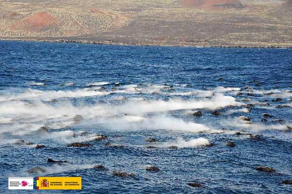piroclastos humeantes erupción volcán submarino El Hierro, noviembre 2011