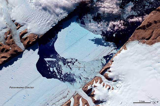 primer plano del iceberg del Glaciar Petermann, julio 21-2012