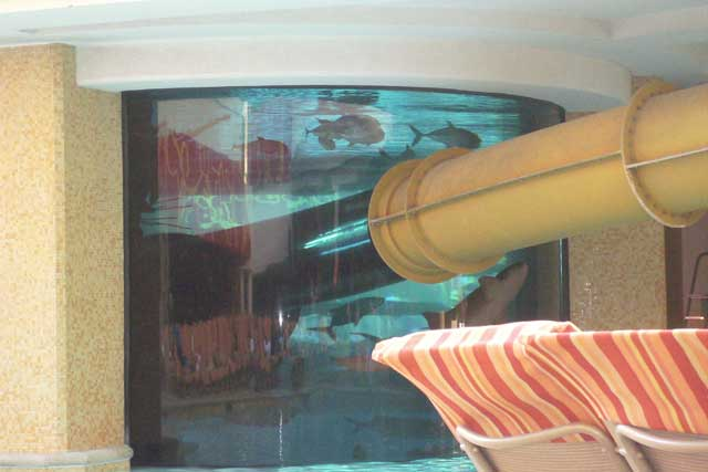 tobogán y piscina del hotel Golden Nugget, Las Vegas