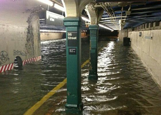estación de metro de la calle 86 inundada