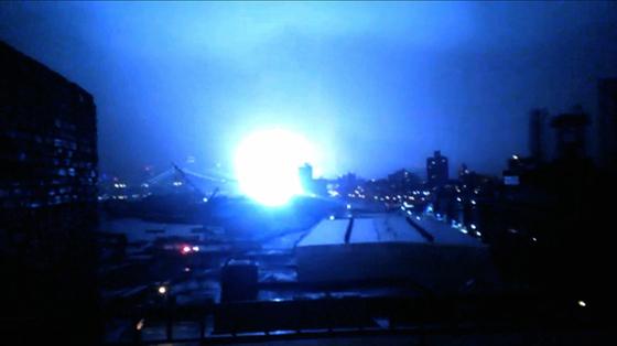 explosióon en un transformador de luz en Manhattan