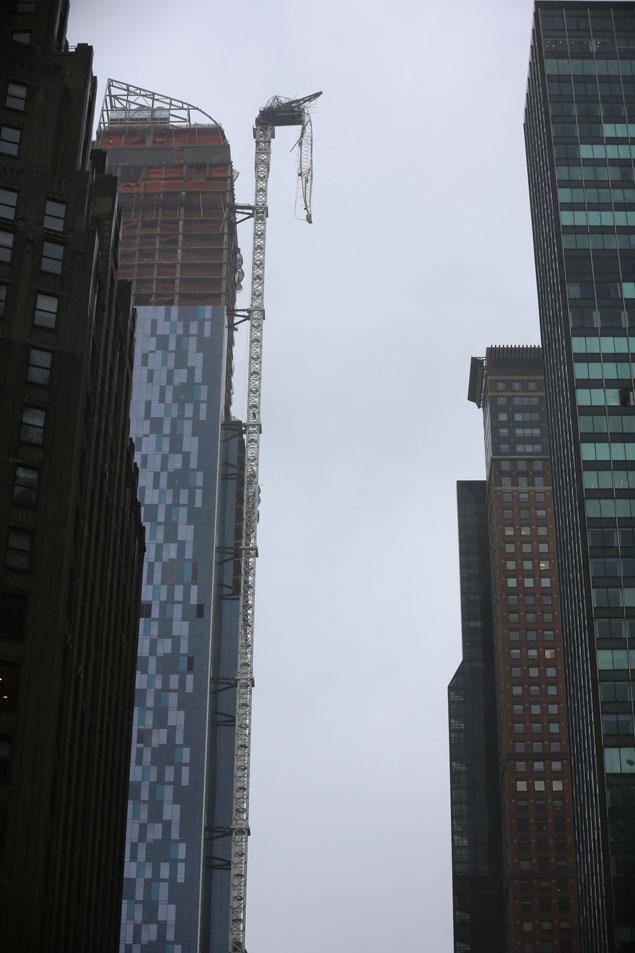 grua rota en la Séptima Avenida, Nueva York