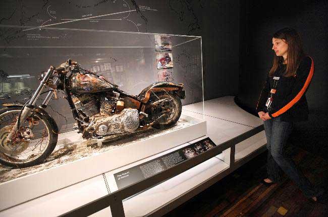 Harley-Davidson arrastrada por el tsunami de Japón en el museo