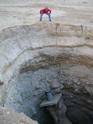 hundimiento de tierra en el Mar Muerto