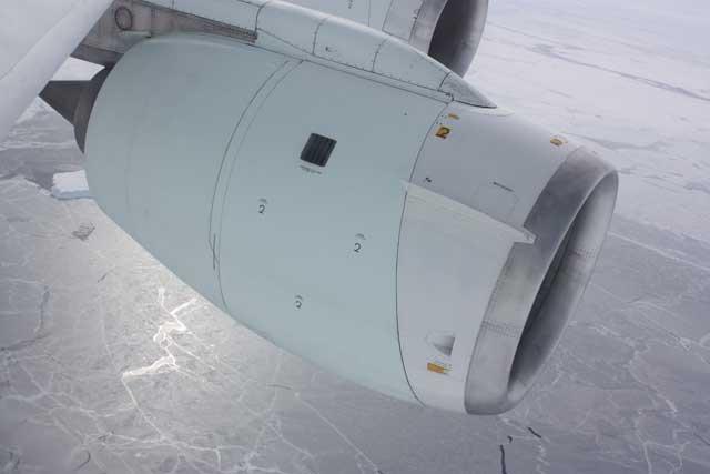 motor del avión DC-8 de la operación IceBridge