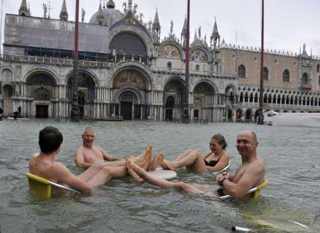 La Plaza de San Marcos en Venecia inundada