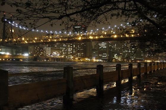 puente de Queens inundado el 30-12-2012