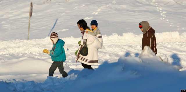 residentes de Nonavuk, Canadá en noviembre de 2012
