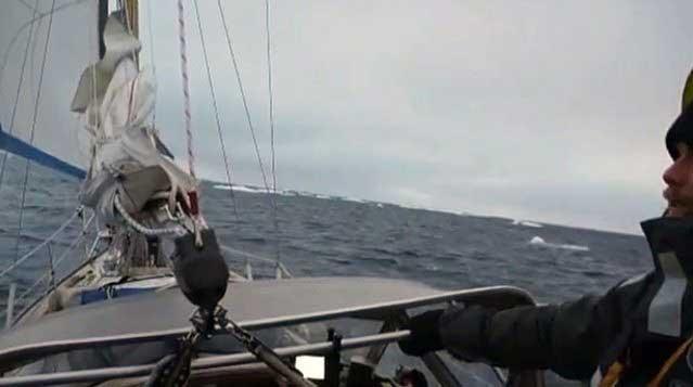 velero cruza por primera vez el Paso del Noroeste