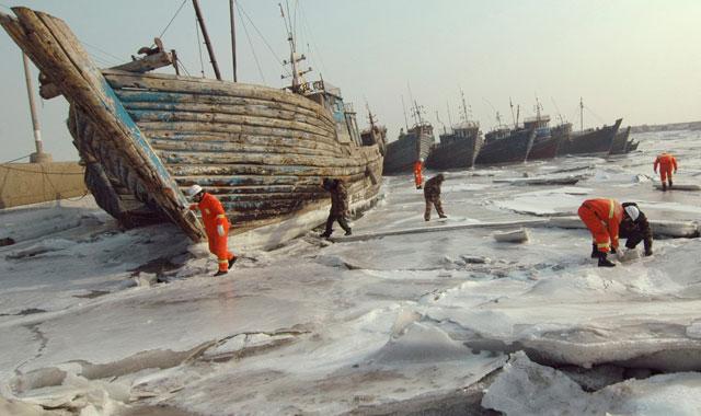 barcos atrapados por el hielo en China