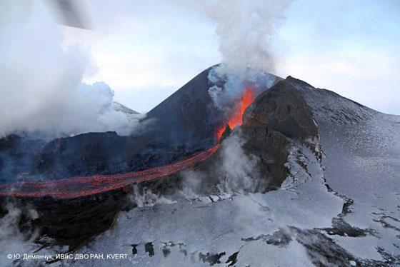 erupción del volcán Tolbachik, enero 2013 desde tierra