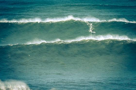 Garrett McNamara surf ola gigante en Nazaret - Portugal