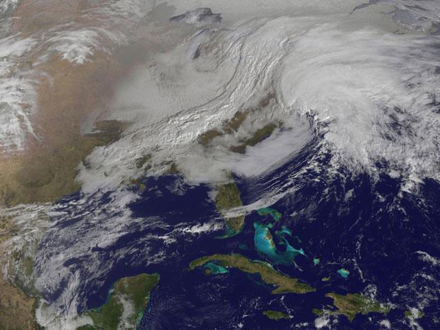 dos tormentas se juntan en la costa este de EE.UU.