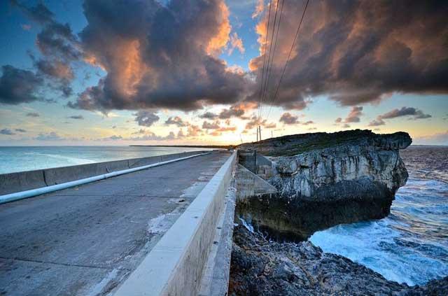 Puente Glass Window Bridge, Eeleuthera - Bahamas
