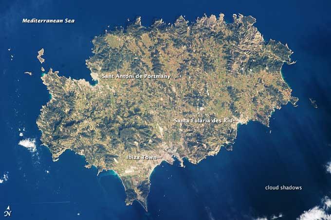 La isla de Ibiza desde el espacio