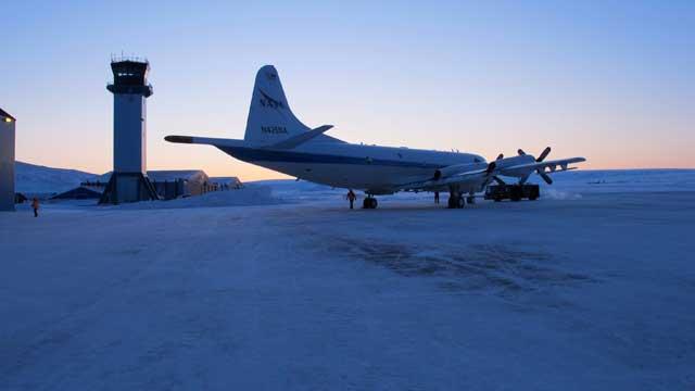 avión P-3B en la base aérea de Thule, Groenlandia