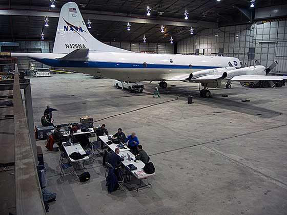 El P-3B en el hangar de Thule