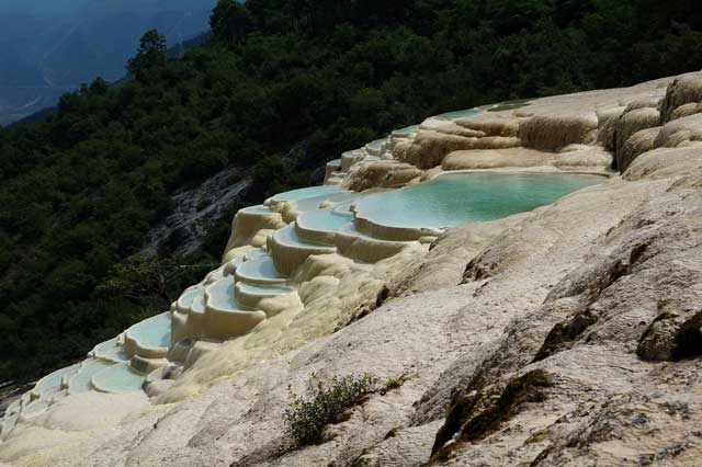 Terrazas de agua blanca de Shangri-la, China