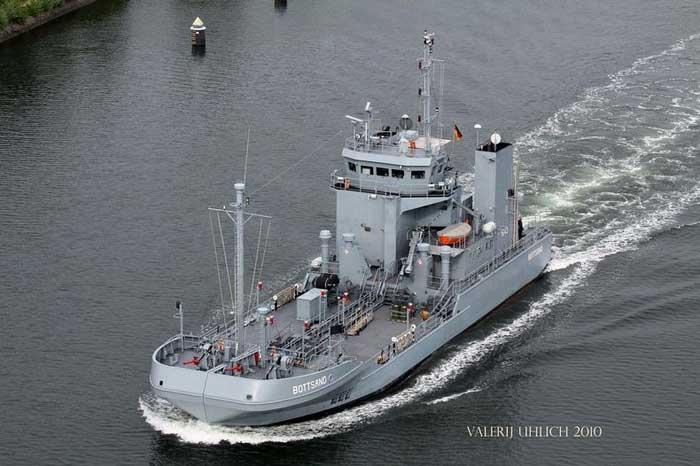 barco alemán de la clase Bottsand para recoger petróleo