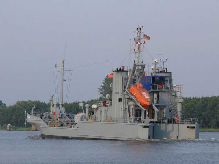 barco alemán de la clase Bottsand para recoger petróleo de mar