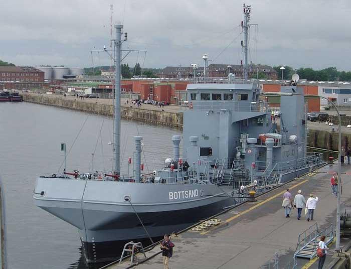 buque alemán de doble casco para recoger petróleo de mar