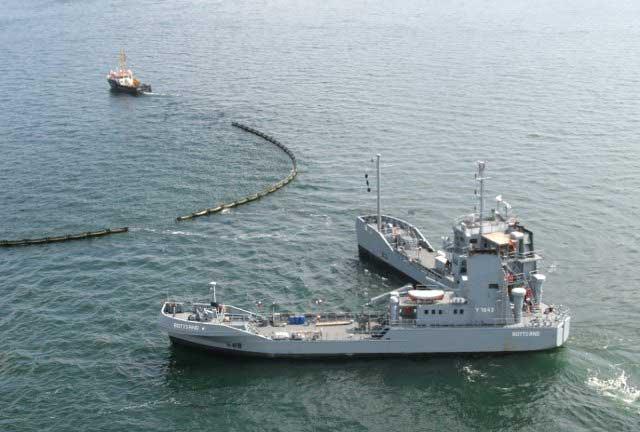 barco clase Bottsand para recoger petróleo