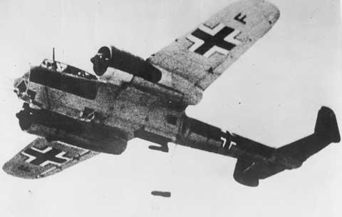 bombardero alemán Dornier 17 en acción