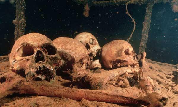 cráneos de tropas japonesas en Chuuk Lagoon