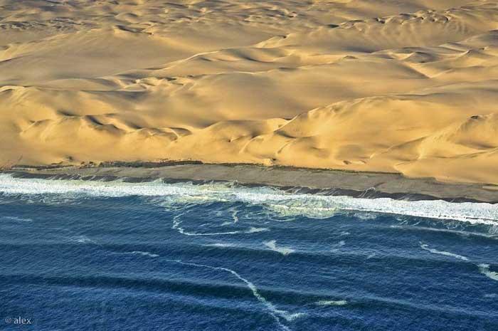 el desierto del Namib se junta con el mar, dunas