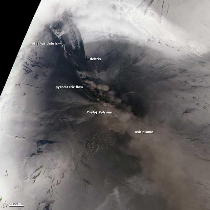 erupción del volcán Pavlof, Alaska vista desde satélite
