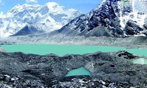 lago glacial en el Himalaya