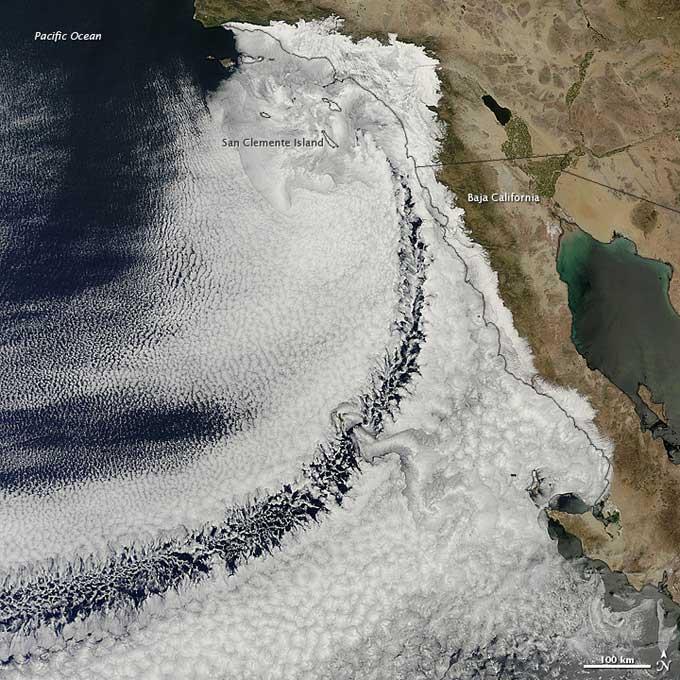 mar de nubes frente a la costa de California