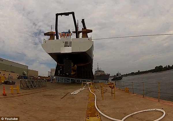 botadura de un buque en Wisconsin con accidente