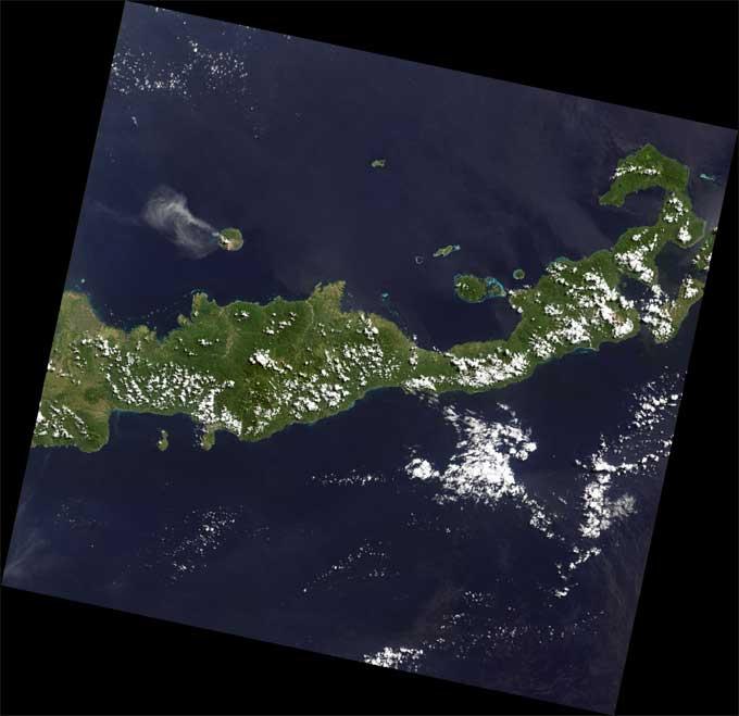 situación del volcán Paluweh respecto a Indonesia