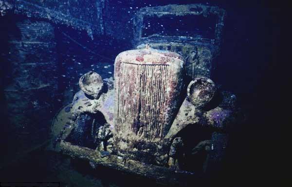 restos de un coche en Chuuk Lagoon